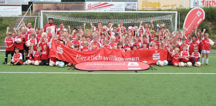 Mit dem 1. FC Köln in die Ferien – 1. FC Köln und SV Rothemühle veranstalten 5. Fußballcamp